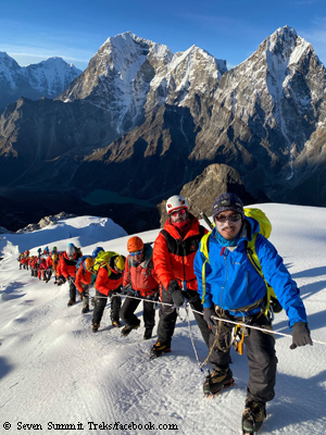Lobuche East ascent by climbers from Bahrain
