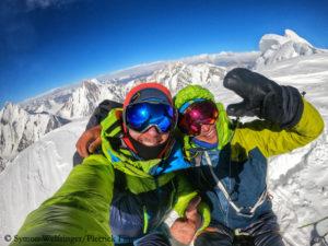Pierrick (l.) und Symon am Gipfel des Sani Pakkush