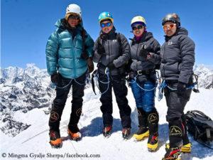 Mingma Gyalje Sherpa (l.) mit seinen Schwestern