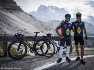 Schaeli and Gietl with their road bikes