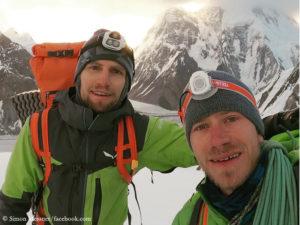 Simon Messner (r.) und Martin Sieberer (im Hintergrund der Broad Peak)